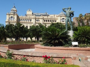 Statue of a biznaguero in front of Malaga City Hall