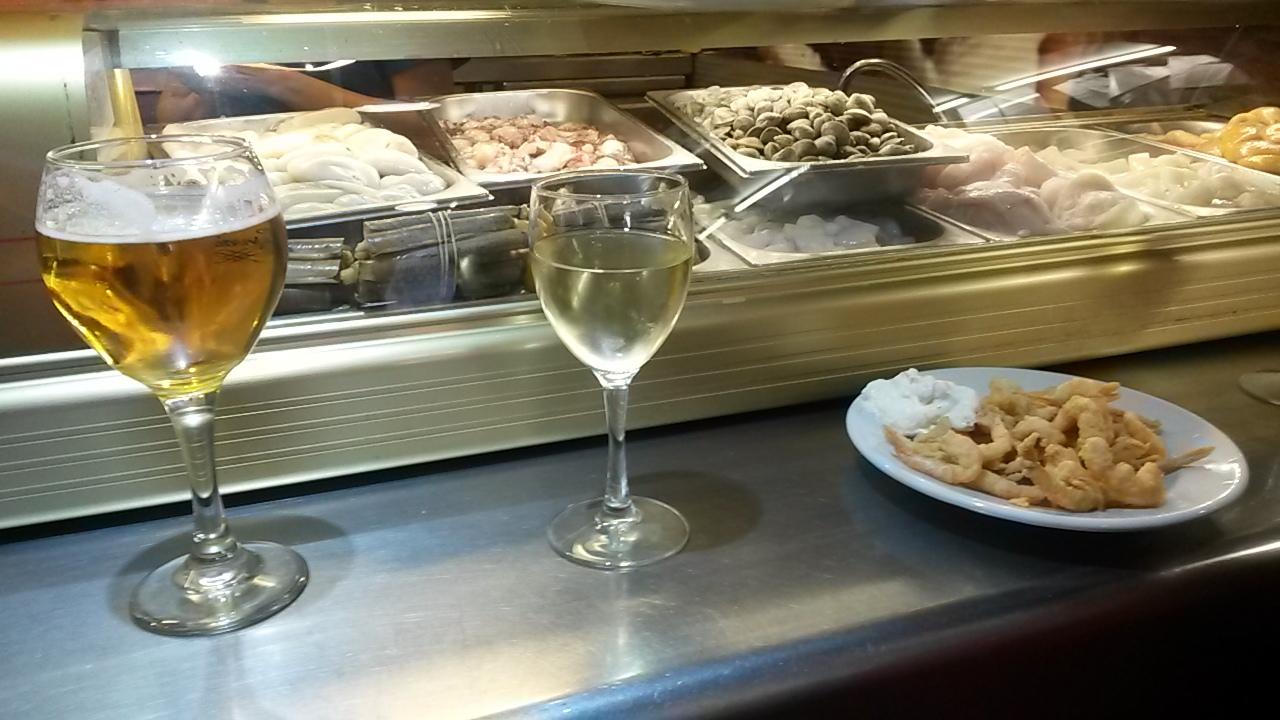 Malaga tapas tour drinks