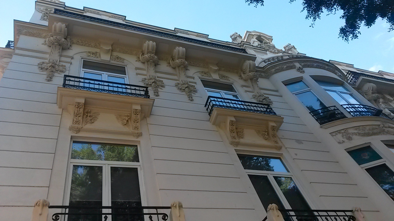 Lions heads on Strachan architecture