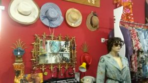 hats and accessories at vintage shops in Malaga