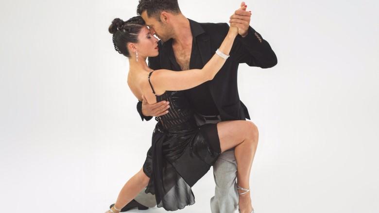 couple dancing tango in Malaga