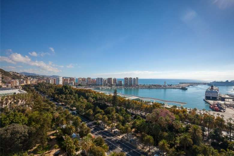 Looking for the port for perfect autumn views in Malaga